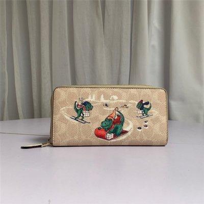 奧特萊斯代購 COACH 86099 2020新款 迪士尼合作款 貼布小恐龍 皮夾 拉鏈長夾 手拿包 錢包 卡包 附購證