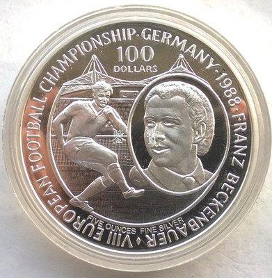 """【鑒 寶】(世界各國錢幣)紐埃1988年紀念足球皇帝""""貝肯鮑爾""""100元5盎司精製全新銀幣 WGQ5020"""