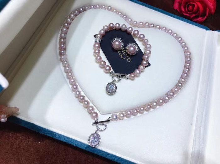 純天然紫粉色珍珠套裝,皮光超亮,(項鍊+手鍊➕耳釘,套裝,項鍊和手鍊都是7-8mm左右,近圓強光微暇