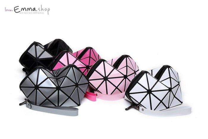 EmmaShop艾購物-正韓東大門搶購幾何袋愛心零錢包/黑媽媽包搭洋裝涼鞋/真皮水桶包