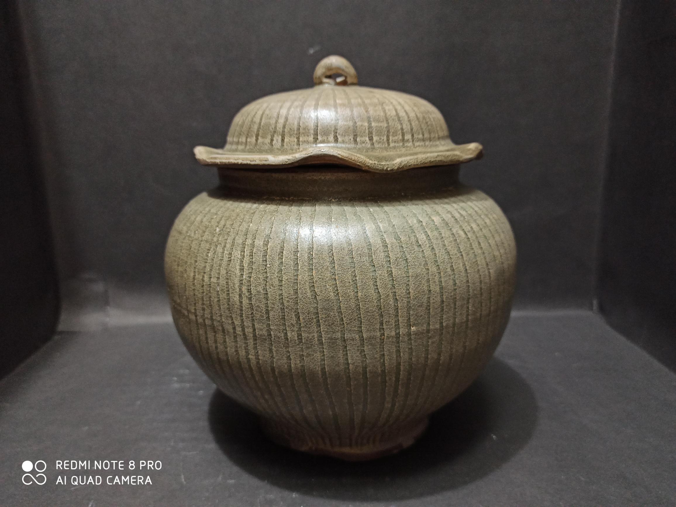 龍泉窯大荷葉蓋罐