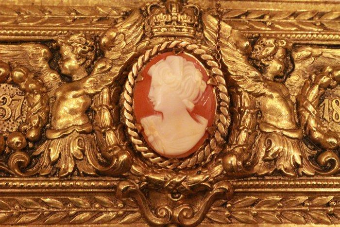 【家與收藏】賠售特價極品珍藏法國百年古董精緻優雅仕女珍貴手工cameo貝雕珠寶小胸針/墜子