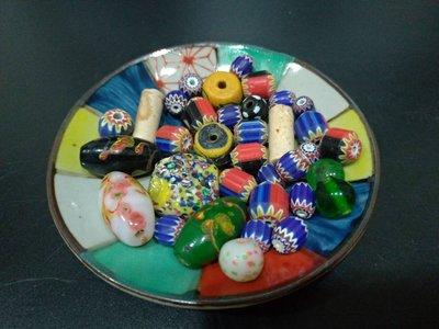◎和光屋◎古美術、茶道具、生活美學-新舊老珠子一盤(約30顆)、橄欖珠、雪弗蘭珠、扁珠、不分售不單售(此標不含圖片一小碟