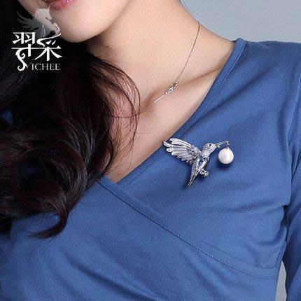 Lissom韓國代購~羿采韓版潮人蜂鳥個性西服西裝水晶主持人配飾胸針男女生毛衣別針