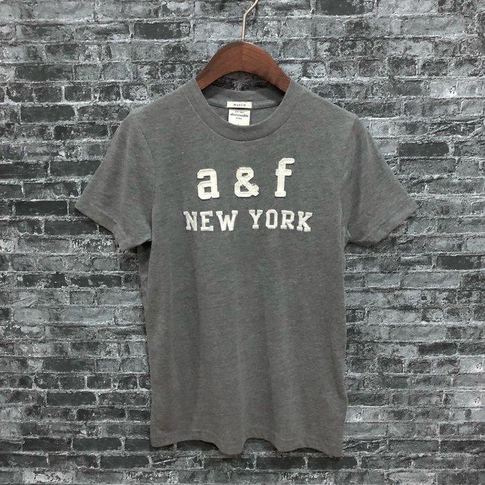 Maple麋鹿小舖 abercrombie&fitch * a&f 男童款灰色貼布電繡短T*( 現貨L號 )