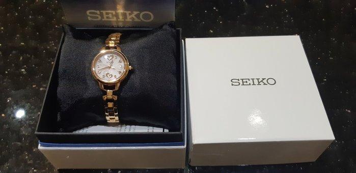 【野貓錶行】Seiko  戀戀時尚太陽能電波女腕錶(SWFH032J)-9.5成新拆封品-1071124