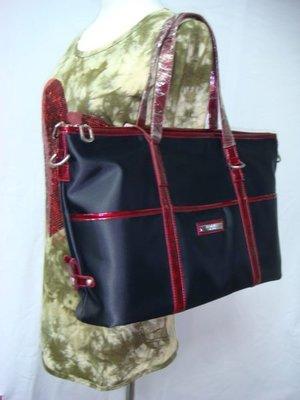 迪奧小店BONNIE質感簡約風~百搭款大方包公文包/時尚素雅手提肩背兩用/黑紅/輕盈實用