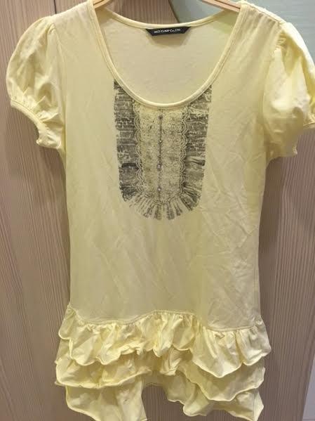 小花別針、專櫃日系品牌【NICE CLAUP】黃色長版上衣