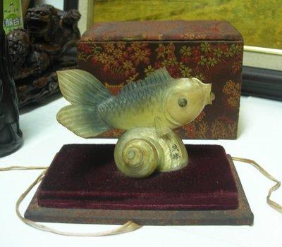 【藏家釋出】 早期收藏 ◎ 貝殼加保育類瀕臨絕種的魚骨雕 ◎ 精緻案前擺件