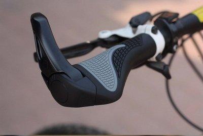 翱翔雁子【現貨】新款自行車把套 羊角把套 人體工學把套 自行車鋁合金 牛角握把 加大肉球 一體成型 人間肉球 A039