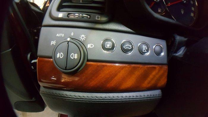 Maserati環保漆翻新~符號,音響面板,大燈開關,門板,中船,杯架,按鍵,頂蓬,檔位符號,門把,冷氣出風口,快排
