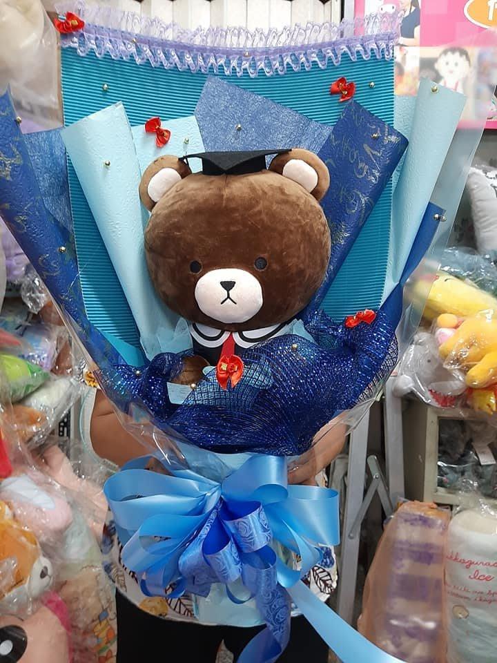 學士熊 畢業熊~大頭熊~畢業泰迪熊娃娃~湯姆熊~畢業小熊~泰迪熊 畢業禮物~畢業熊花束 可繡字 電腦優質繡