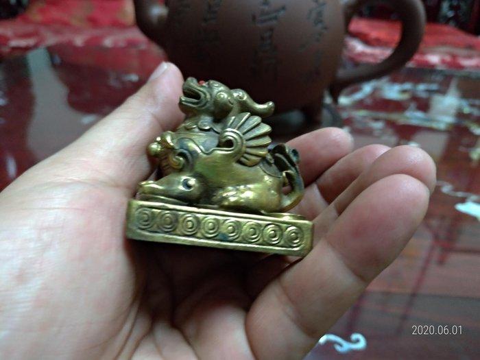 純黃銅/實心飛天財麒麟/大小請看手比例/放在櫃檯或放在財位有招財開運之作用