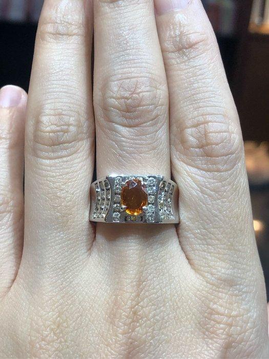 天然1.34克拉黃寶石鑽石戒指,搭配76分豪華配鑽,男用霸氣款式,出清特價商品25800,買戒台送寶石