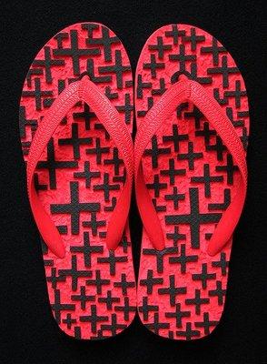 休閒鞋海灘鞋夾腳拖鞋涼鞋像版畫模板又似木雕刻的橡膠雕刻文創藝術品003【心生活美學】