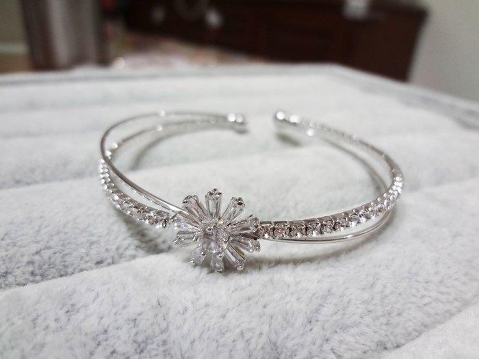 【Love Trina】8188-0212 雙圈小雛菊亮鑽C型手環。C型手環-可微調-(銀色)