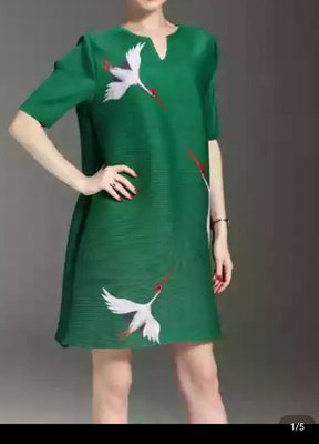 799起標~~殷郊太子褶衣館0912三宅風褶皺綠色連衣裙((特價一件))