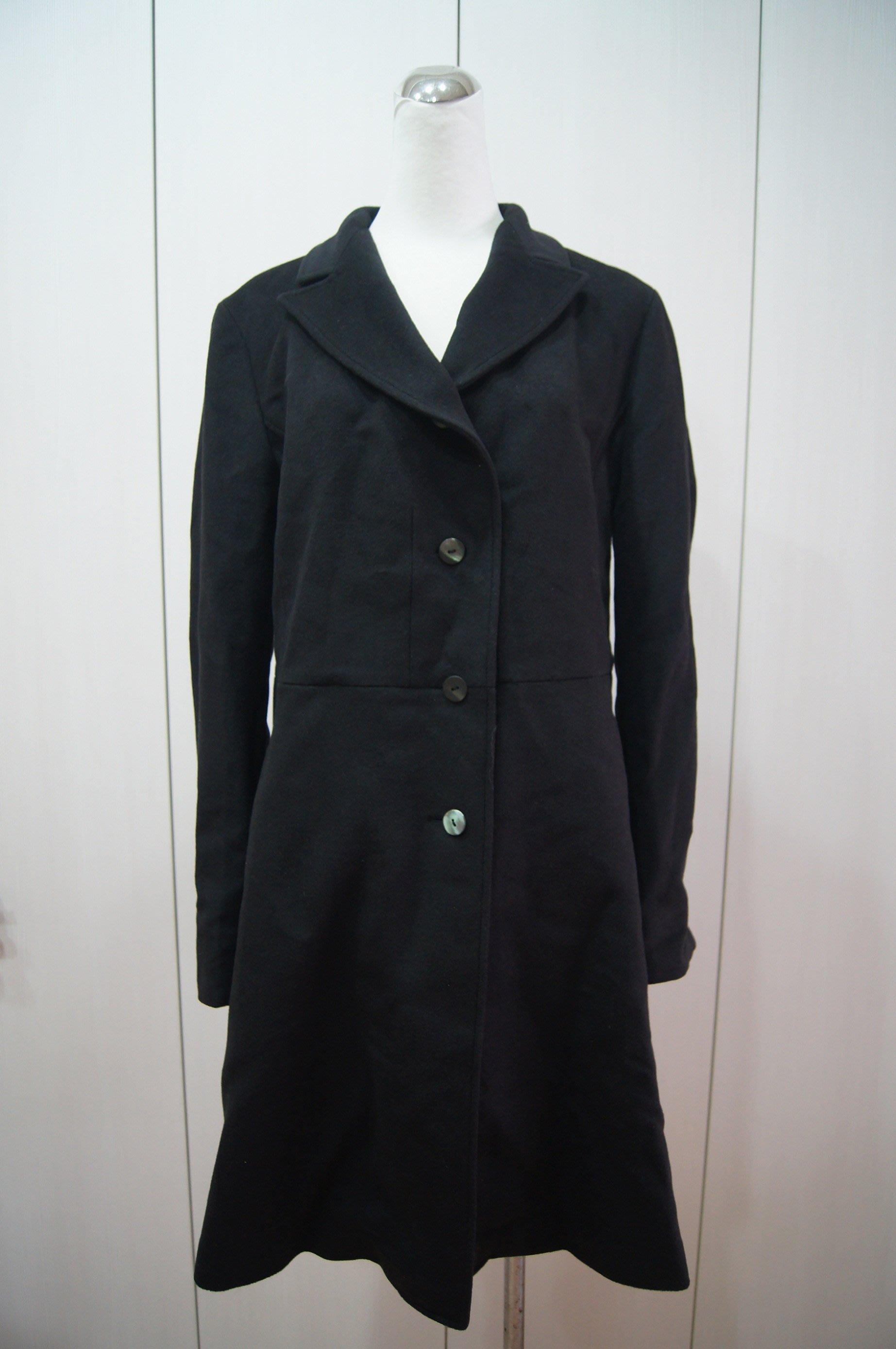黑色大衣      優惠價 3500