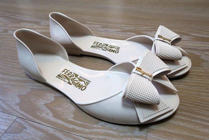 *Beauty*Salvatore Ferragamo米色蝴蝶結魚口平底膠鞋 7號 CR 加圖