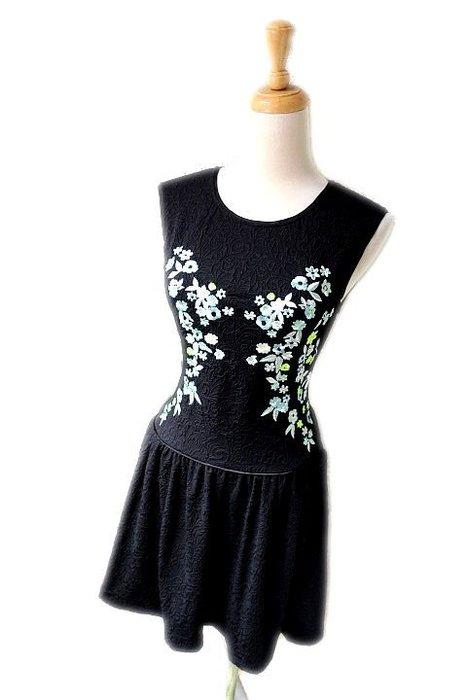*beauty* Juicy couture藍色繡花黑色背心洋裝  XS 號   6000   元WE19