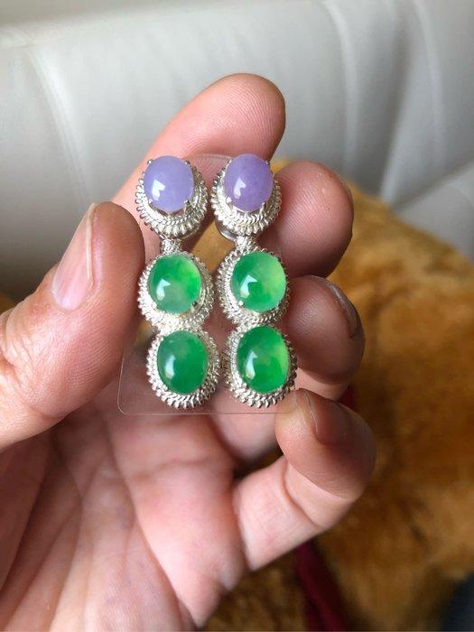 耳釘一付,共6顆小蛋面8.6-9咪。艷紫加冰陽綠。每一顆6800起。