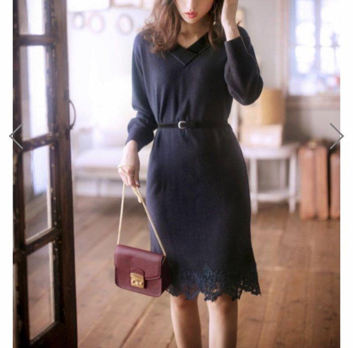 Co媽日本代購 現貨 日本 品牌 附皮帶 V領小顏 蕾絲裙擺 針織洋裝 洋裝 深藍色