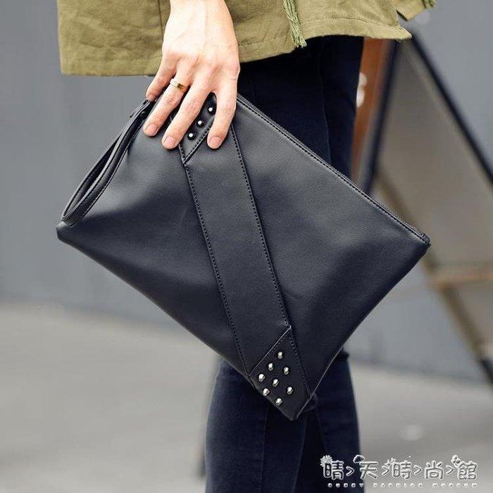 時尚潮鉚釘手拿包信封包男女單肩包斜背包休閒包潮手腕包潮包新款