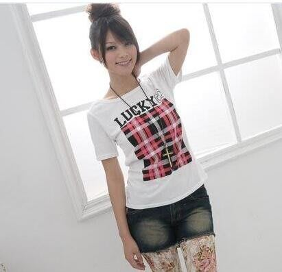【0060】格子印花短袖T恤。 樂琪LUCKYGIRL