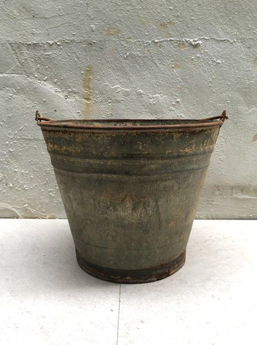 早期鐵桶A 鐵筒 提桶