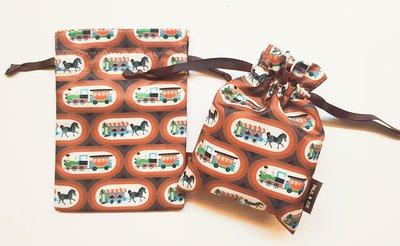 【Q寶媽】PAUL & JOE 可愛馬車束口袋 隨身包 存摺包 零錢包 15.3cm*11cm
