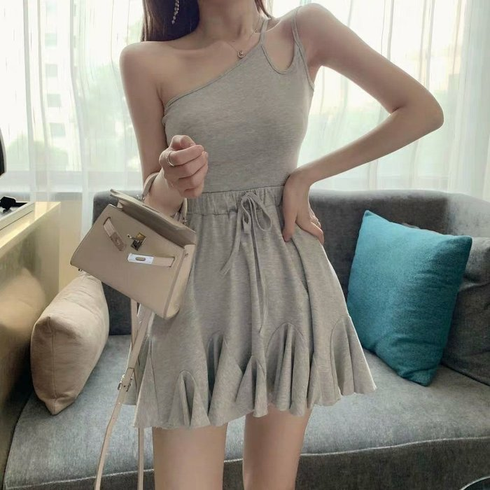 Qmi 2019夏季新款設計感露肩收腰修身百褶荷葉邊連衣裙