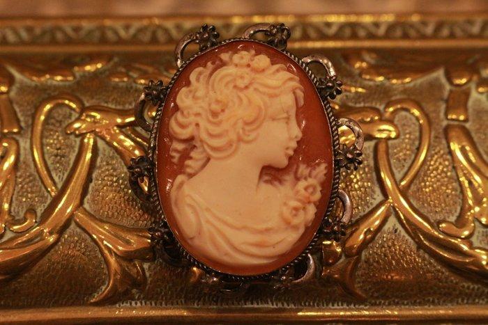 【家與收藏】超值特價極品珍藏法國百年古董精緻優雅仕女珍貴手工cameo純銀雕花貝雕珠寶胸針/墜子