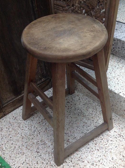 【黑狗兄】早期檜木圓板凳---03
