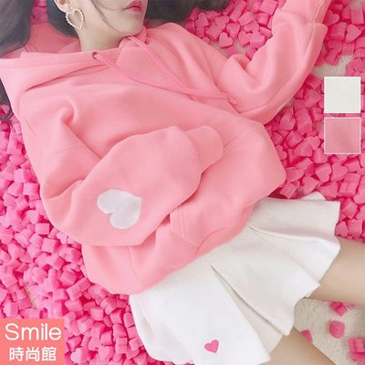 【V2681】SMILE-粉俏甜美‧愛心刺繡大口袋刷毛長袖連帽上衣