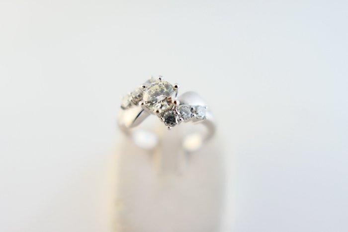 [吉宏精品交流中心]51分 天然鑽石 白K金 造型 戒指(2)(附證書)