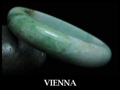 《A貨翡翠》【VIENNA】《手圍18.4/14mm版寬》緬甸玉冰種花園綠彩花點蜜糖/玉鐲/手鐲K-036