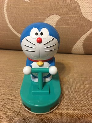 《瓶子控》2012年麥當勞 哆啦A夢(Doraemon)-炫光空氣車!--車會發亮值得收藏