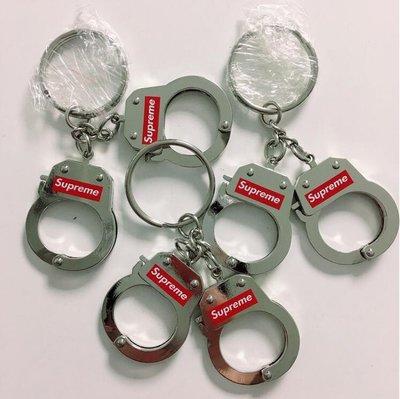 ~探險者~Supreme 17FW Handcuffs Keychain 潮牌手銬 鑰匙扣 鑰匙圈 裝飾掛件