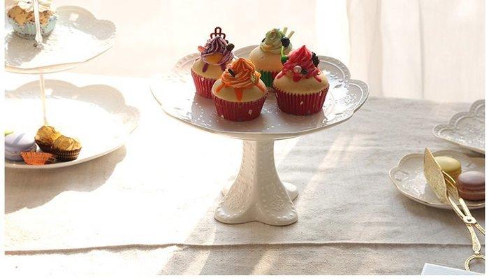 [ Atelier Smile ] 鄉村雜貨 法式白瓷蝴蝶浮雕 繽紛高腳水果盤 蛋糕盤 #中款 直徑20.5另有小款現貨