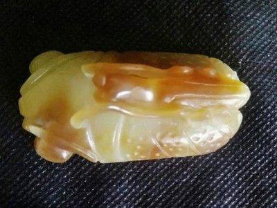 諸羅山人~~~~巧色和闐白玉螳螂捕蟬(以小勝大) 長5.5公分高22寬2.7公分重33公克