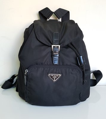 PRADA  三角鐵牌  LOGO  磁扣式  後背包  經典款     ,保證真品