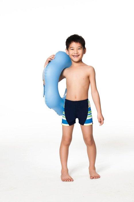 【  APPLE   】蘋果牌泳裝降價↘特賣~男童雙邊配藍白綠橫條四角泳褲 (彈性較小)NO.106299