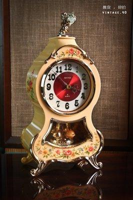 【古物箱】早期 彩繪 石英 指針 布勒鐘 鍍金 機蕊故障 (骨董 古董 二手 老件)