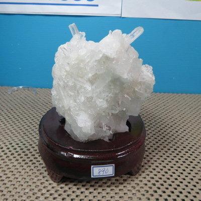 【競標網】漂亮巴西天然3A白水晶簇原礦890克(贈座)(網路特價品、原價1800元)限量一件