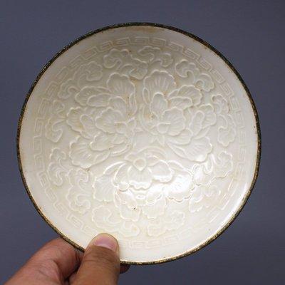 宋定窯月白釉雕刻孔雀紋包金邊碗/盞舊貨收藏