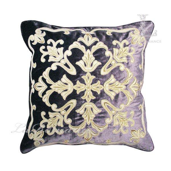 【芮洛蔓 La Romance】 奢華系列白色金邊圖騰繡花抱枕 - 魅惑紫
