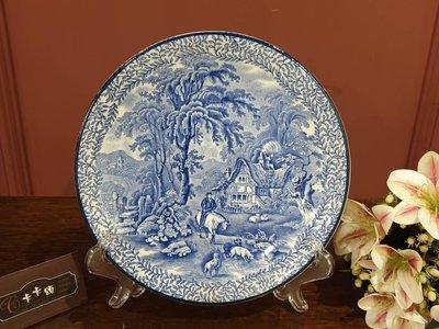 【卡卡頌 歐洲跳蚤市場/歐洲古董】英國老件 Fenton 藍白瓷  鄉間風情 裝飾盤(有孔 穿繩可掛) p1481✬
