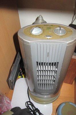 Panasonic 光觸媒電熱器FE-12LR 國際牌直立式陶瓷電暖器 抗敏速 空氣清淨