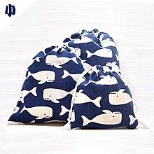 『藝瓶』日式簡約 清新化妝包 雙抽木耳袋 收納包 深藍鯨魚棉麻抽繩束口袋-小