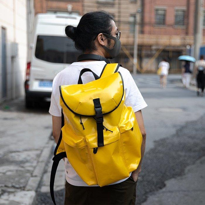 ~皮皮創~原創設計手作雙肩背包。明黃色PVC防水油布後背包 時髦潮男潮女休閒旅行包